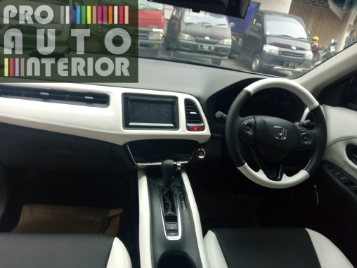Dashboard, stir, jok, doortrim, konsul box dengan tema Black & White